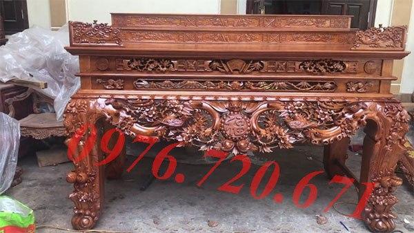 Đánh vecni bàn thờ tại Hà Nội