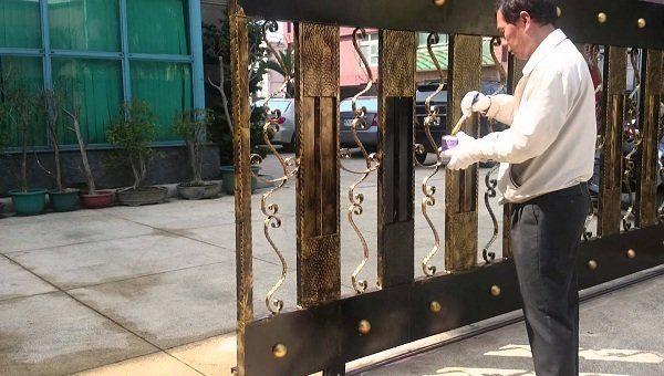 Hướng dẫn sơn cửa sắt cũ bị rỉ sét cực kỳ đơn giản