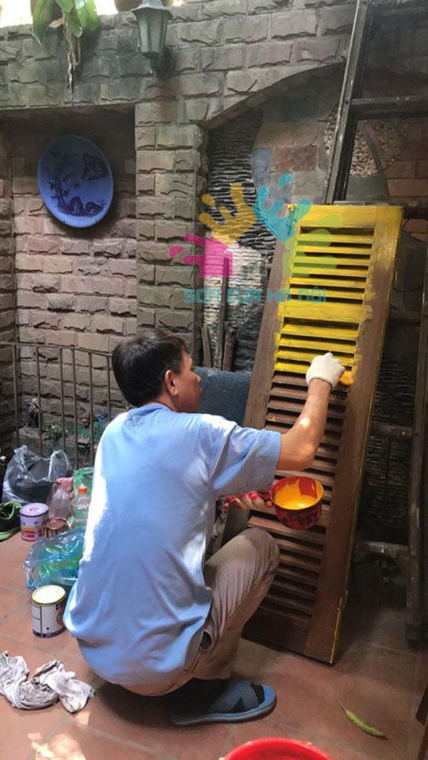 Nhận sơn cửa gỗ ở Hà Nội