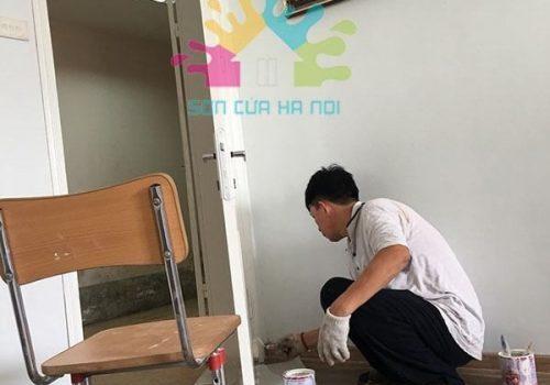 Sơn cửa gỗ màu trắng tại chung cư Trần Thái Tông