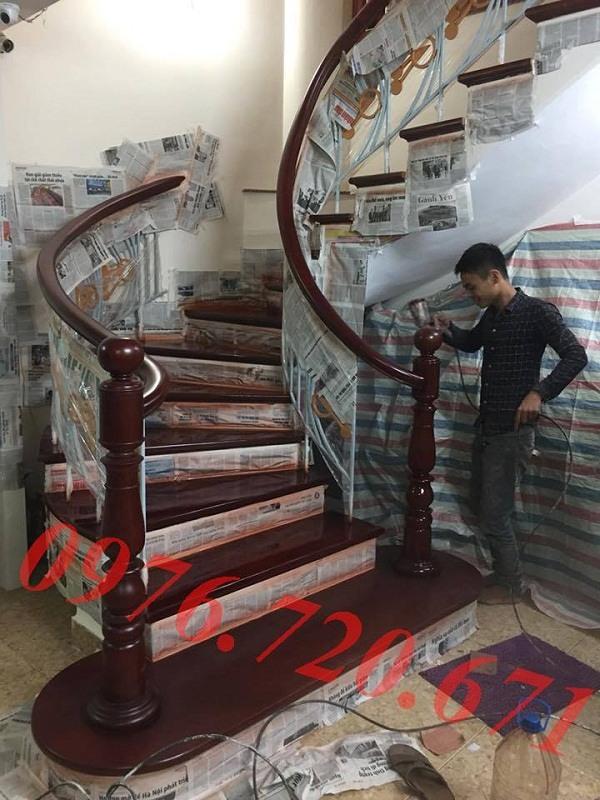 Sơn cầu thang gỗ giá rẻ tại Hà Nội