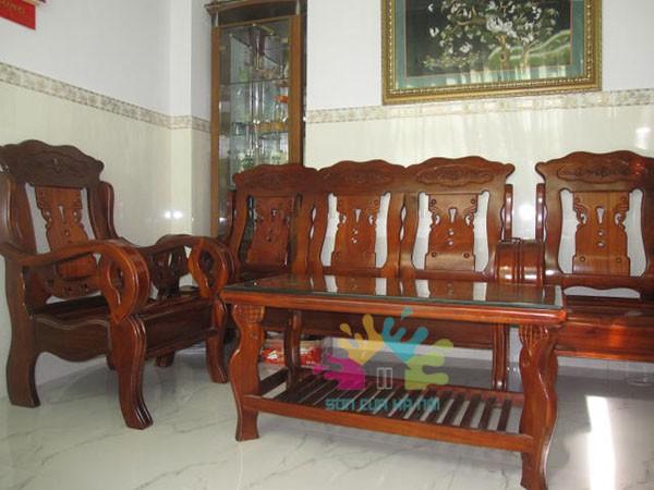 Sơn lại bộ bàn ghế cũ giá bao nhiêu?