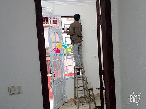 Sơn cửa gỗ màu trắng Hà Nội