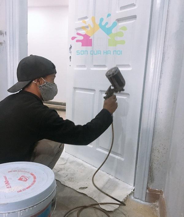 Nhận sơn PU cửa gỗ màu trắng