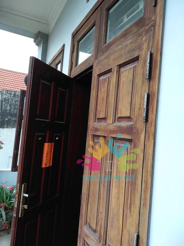 Sơn cửa gỗ màu cánh gián