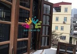 Thợ sơn cửa gỗ ngoài trời chuyên nghiệp tại Hà Nội