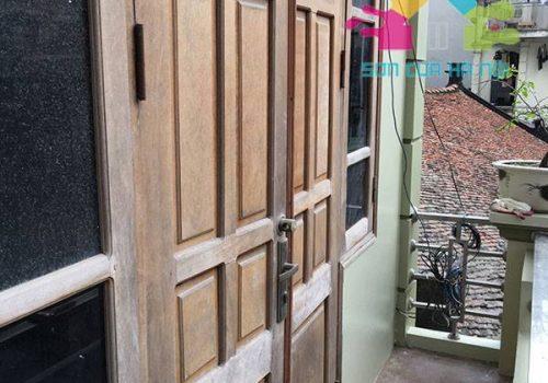 Sơn cửa gỗ ngoài trời nên chọn sơn loại nào tốt nhất?