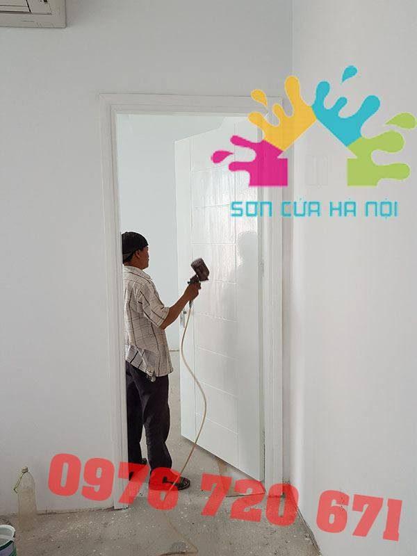 Thợ sơn PU cửa gỗ màu trắng tại Hà Nội