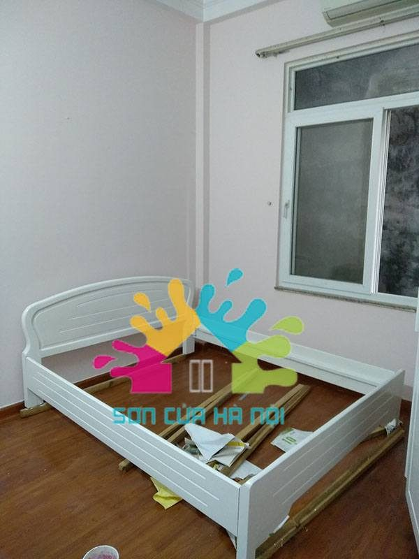 Nhận sơn đổi màu giường gỗ màu trắng tại Hà Nội