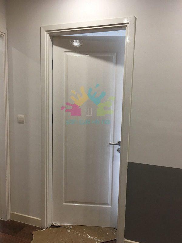 sơn cửa gỗ màu trắng tại chung cư Imperia Garden Nguyễn Huy Tưởng