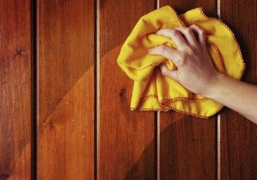 Hướng dẫn cách vệ sinh, làm mới lại cầu thang gỗ đẹp như mới