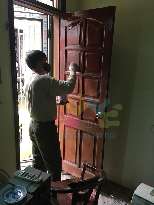 Nhận sơn cửa gỗ, sơn PU giá rẻ tại phố Bạch Mai, Hai Bà Trưng, Hà Nội