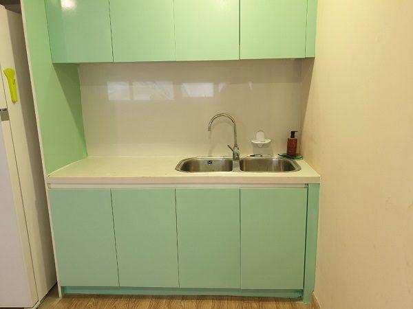 Thợ sơn PU tủ bếp theo yêu cầu cho nhà chung cư ở Hà Nội
